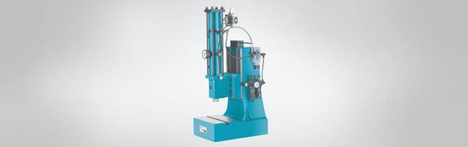 Presse Hydro-Pneumatisch
